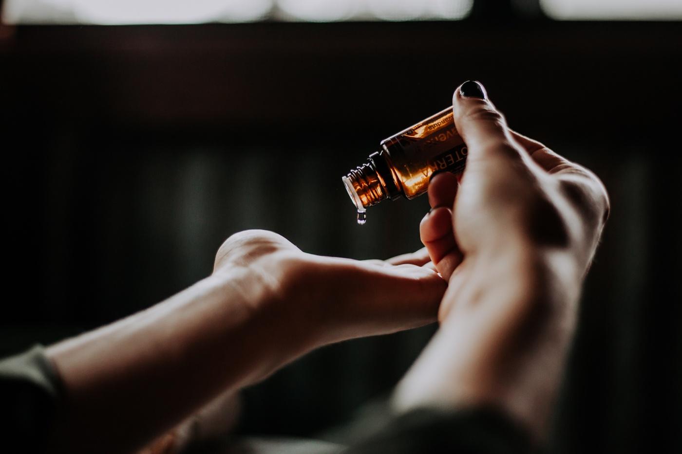 cbd oil-hand-lupuscorner-lupus-header