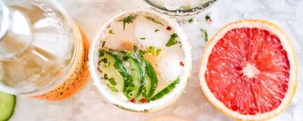 alcohol-lupus-lupuscorner-benefits-risks-divider2