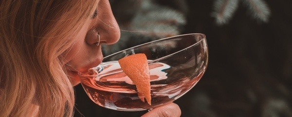 alcohol-lupus-lupuscorner-benefits-risks-divider4